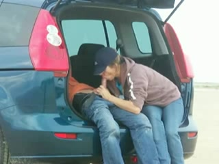pipe-ejaculation-faciale-blonde-voiture-outdoor
