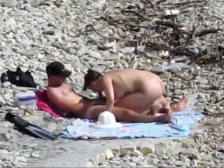 couple nu a la plage exhib string