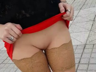 mature-sans-culotte-chatte-rasee-rue